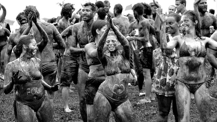 y si es el carnaval en el barro? como en Paraty (Brasil)