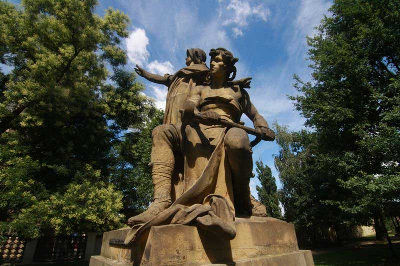 Estatua de Libuše y Přemysl, Parque de Vyšehrader, Praga