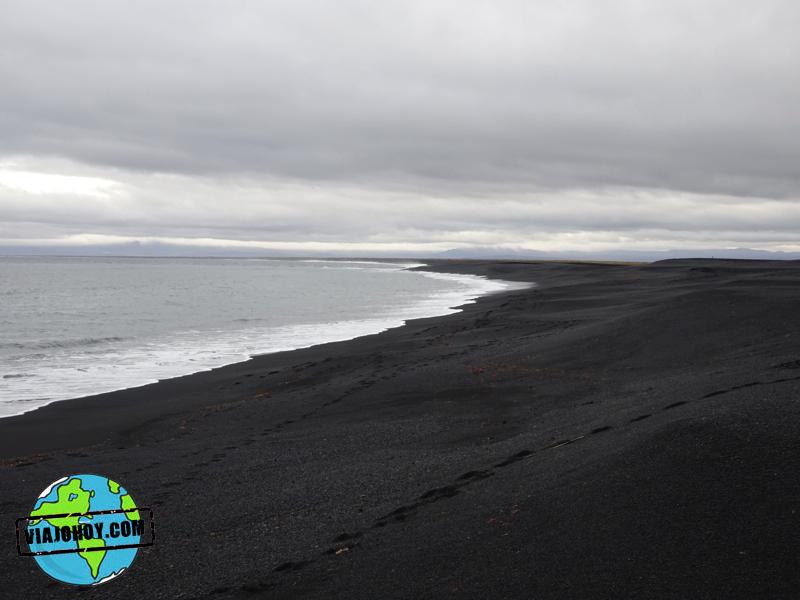 Exóticas playas de arena negra en Islandia - Viajohoy.es